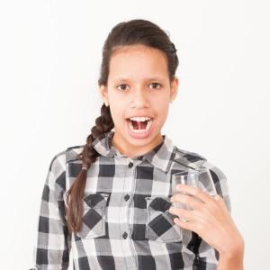 Afwijkende mondgewoonten; tong aanzuigen en klakken als vooroefening voor het slikken